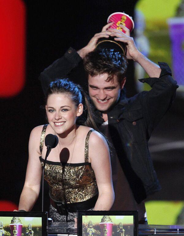 Роберт Пэттинсон и Кристин Стюарт на церемонии MTV Movie Awards