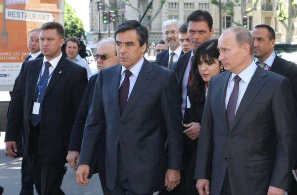 Прогулка премьер-министров России и Франции по Парижу