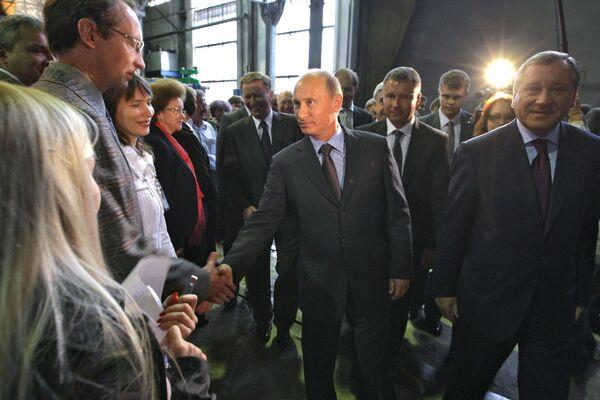 Премьер-министр РФ В. Путин посетил Центральный аэродинамический институт в Жуковском