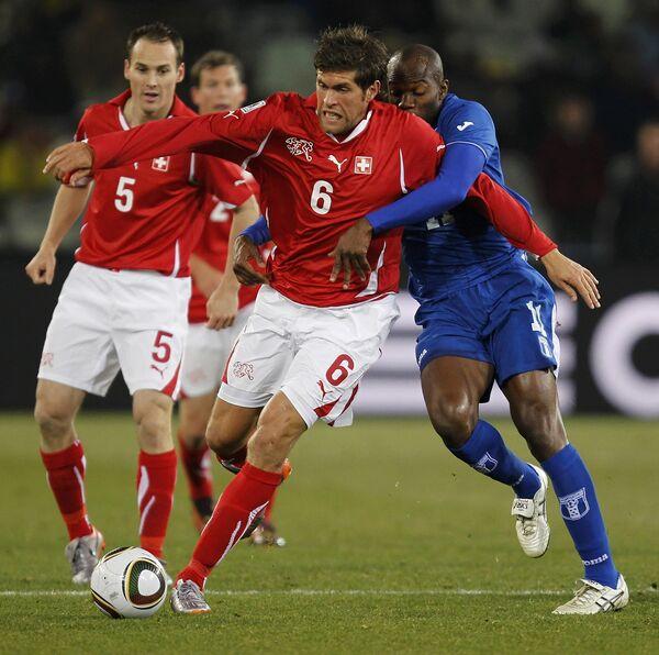 Игровой момент матча Швейцария - Гондурас