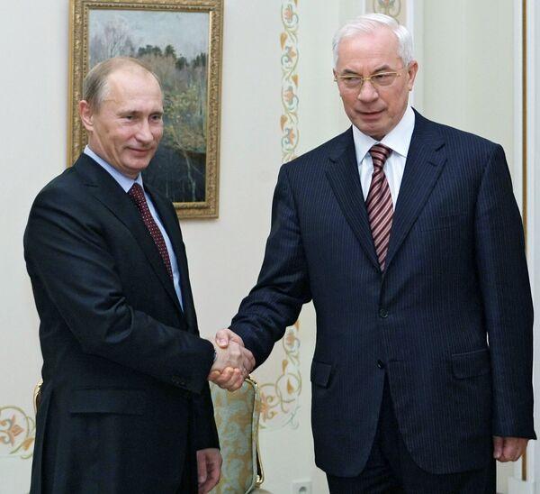 Премьер-министр РФ Владимир Путин встретился с Николаем Азаровым