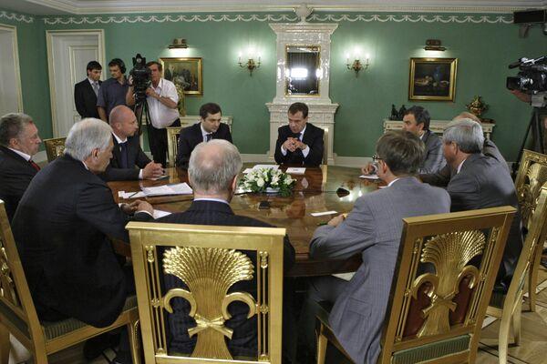 Президент РФ Д.Медведев провел встречу с главами политических партий