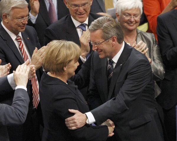 Ангела Меркель поздравляет Кристиана Вульфа с победой на выборах