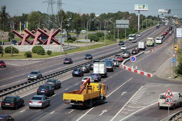 Затруднено движение на Ленинградском шоссе в связи с ремонтными работами на путепроводе Октябрьской железной дороги
