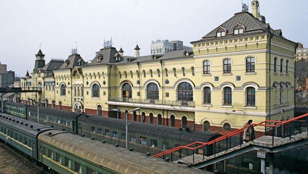 Железнодорожный вокзал города Владивостока. Архивное фото