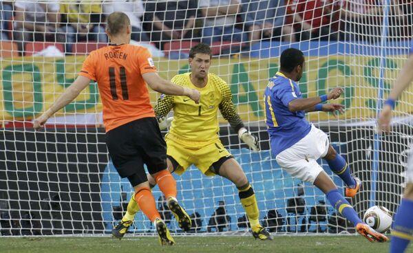 Игровой момент матча Нидерланды - Бразилия