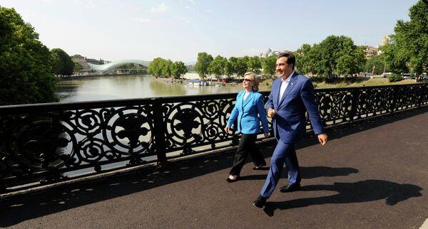 Встреча Хиллари Клинтон и Михаила Саакашвили в Тбилиси 5 июля 2010 г.