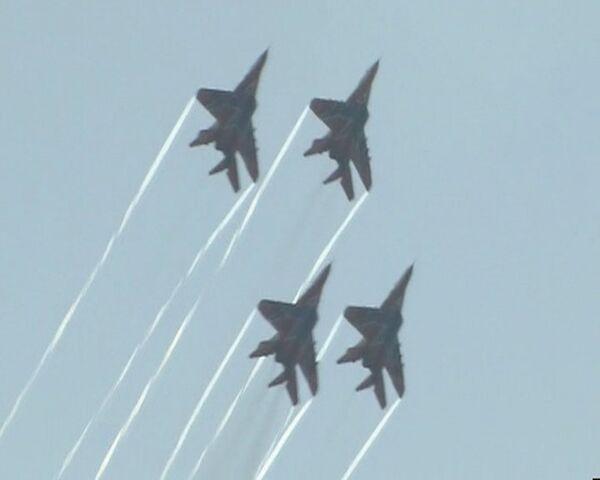 Высший пилотаж стрижей и Русских Витязей на фестивале Нашествие