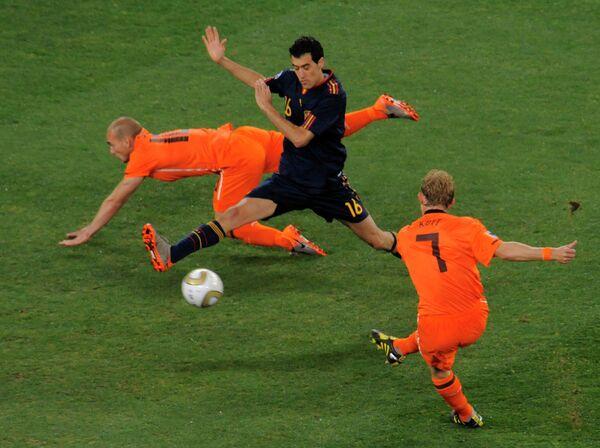 Игровой момент матча Голландия - Испания. Архив