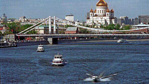 Вид на Крымский мост и Храм Христа Спасителя. Архив