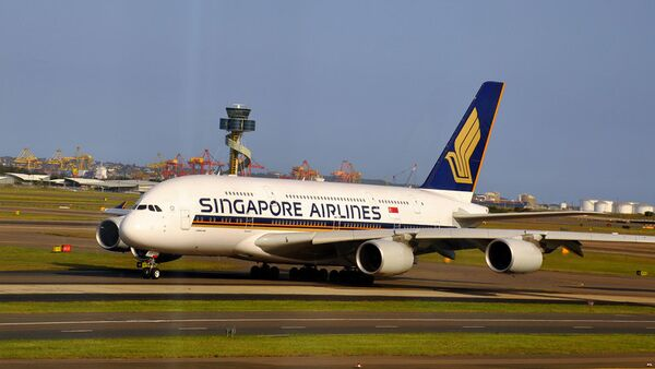 Принадлежащий Singapore Airlines лайнер Airbus A380