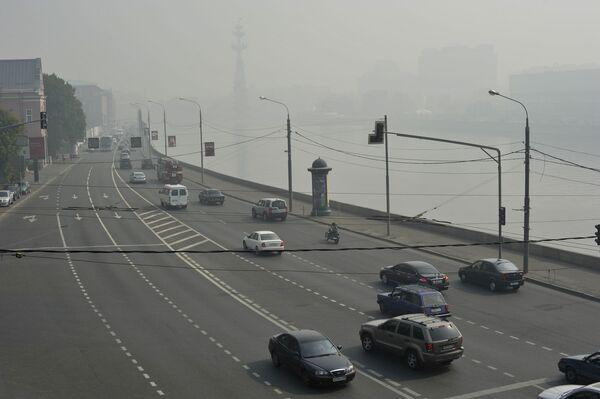 Дым от торфяных пожаров окутал Москву