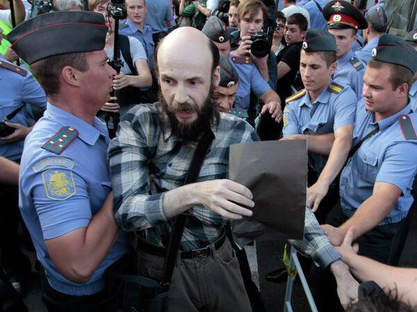 Милиция задерживает участников несанкционированного митинга у мэрии Москвы