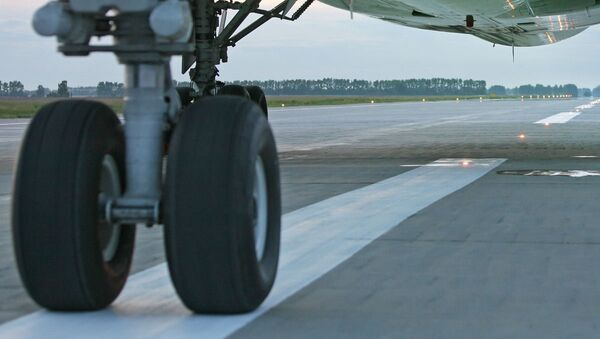 Взлетно-посадочная полоса аэродрома, архивное фото