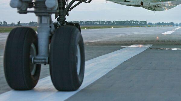 Самолетное шасси. Архивное фото