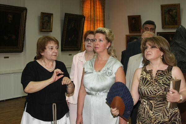 Супруга президента РФ С.Медведева посетила Национальную галерею Армении