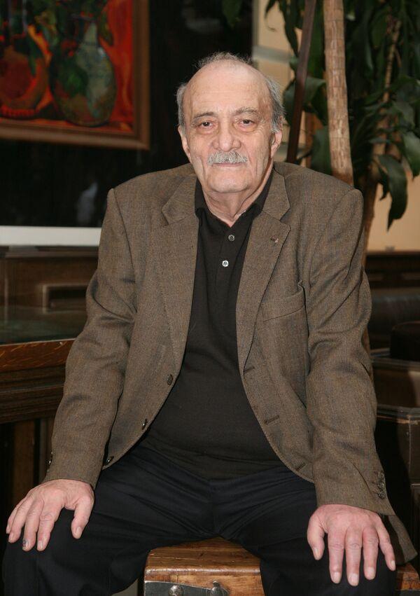 Георгий Данелия на презентации новых работ Зураба Церетели цикла Мои современники