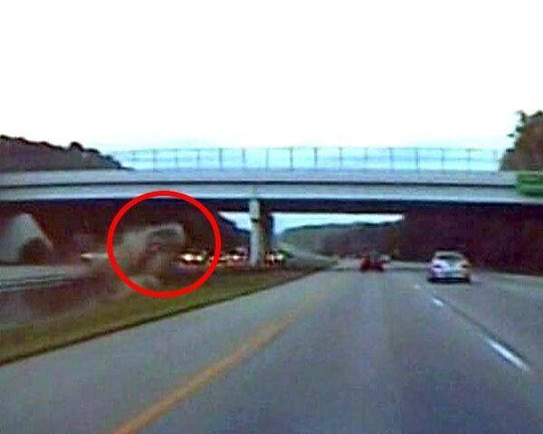 Автомобиль налету врезался в мост