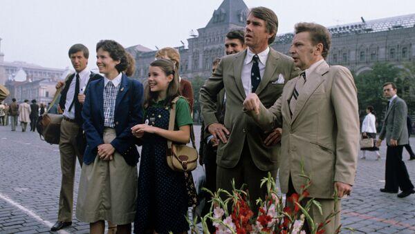 Саманта Смит с родителями на Красной площади.. Архивное фото