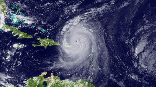 Ураган Эрл, вид из космоса