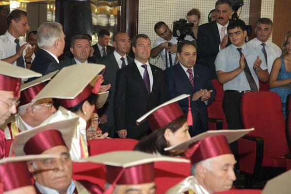 Президент РФ Дмитрий Медведев посетил Бакинский государственный университет