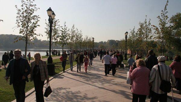 Отдых москвичей в парке Царицыно. Архивное фото
