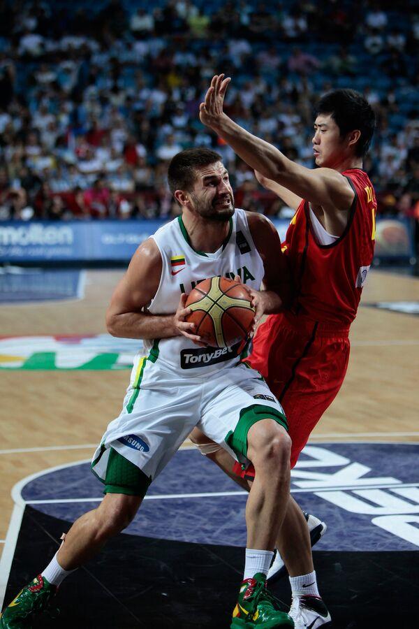 Игровой момент матча Литва - Китай