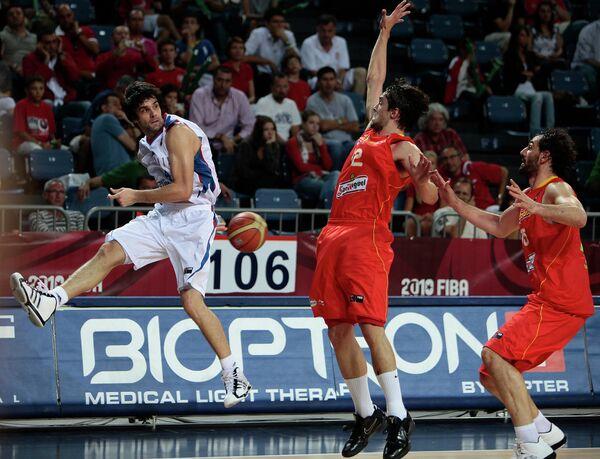 Игровой момент матча Испания - Сербия