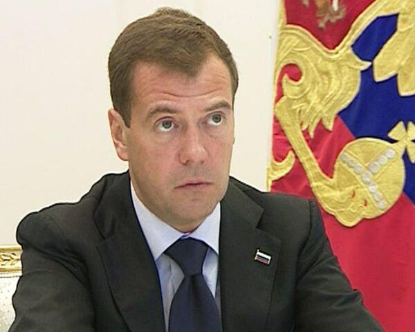 Медведев: уроды, совершившие варварский теракт, будут наказаны