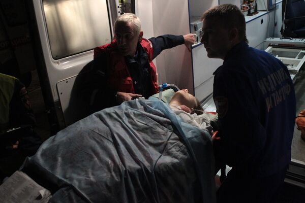 Самолет МЧС доставил 11 пострадавших от теракта во Владикавказе в Москву
