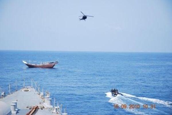 Индийский корабль отбил атаку пиратов в Аденском заливе