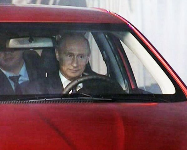 Путин испытал корейскую машину, сделанную специально для России