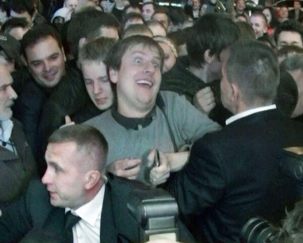 За первым iPhone 4 в Москве выстроилась очередь из четырехсот человек