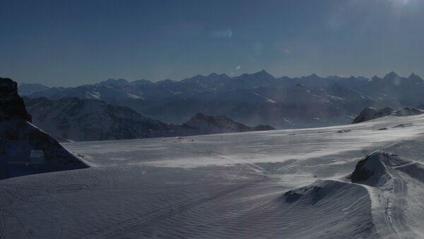 Швейцарские Альпы, архивное фото