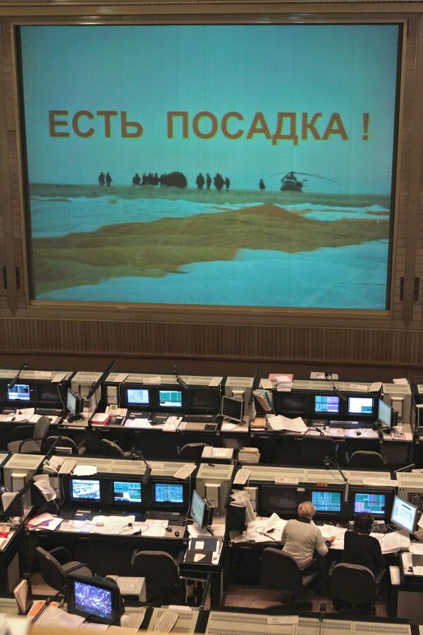 Трансляция из ЦУП возвращения экипажа ТПК Союз ТМА-18 на Землю