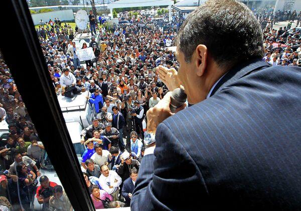 Президент Эквадора прибыл на переговоры с митингующими полицейскими