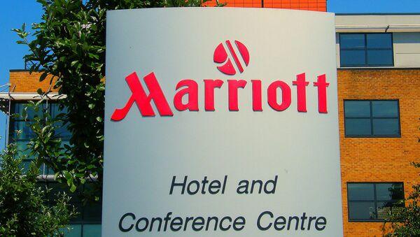 Вывеска отеля Marriott London-Heathrow International Airport