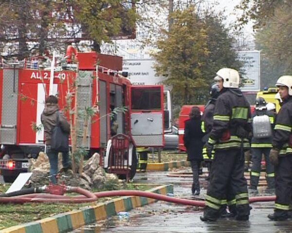Возгорание в московской многоэтажке тушили 39 пожарных расчетов