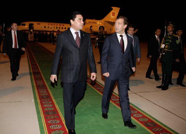 Встреча Дмитрия Медведева в аэропорту города Туркменбаши