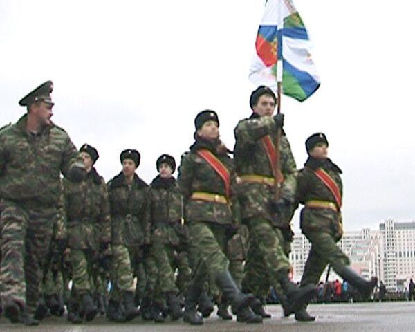 Участникам 69-го парада на Красной площади не удается строевой шаг
