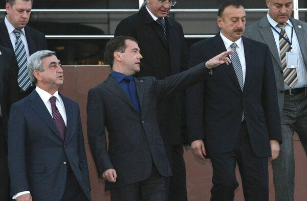 Президенты России, Армении и Азербайджана Д.Медведев, С.Саргсян и И.Алиев. Архив