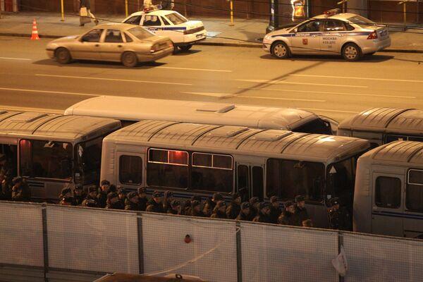 Сотрудники правоохранительных органов на Триумфальной площади