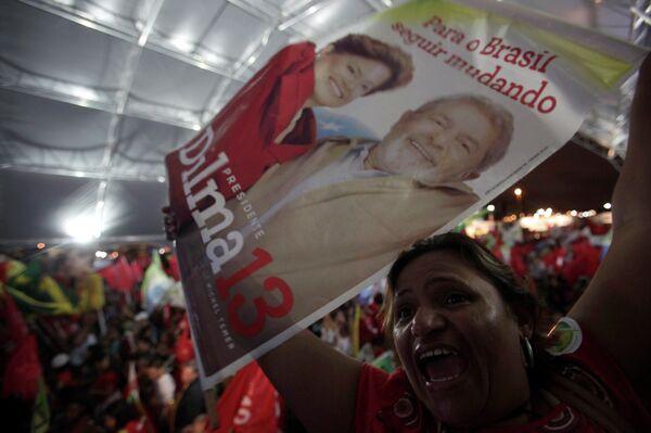 Сторонники Дилмы Русефф празднуют ее победу в президентских выборах