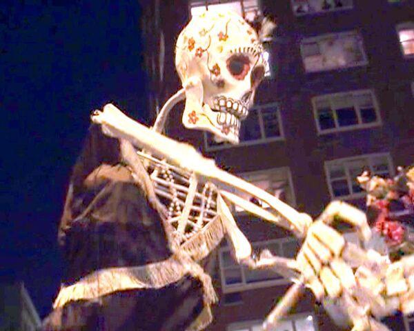 Нью-Йорк пережил нашествие зомби и вампиров в ночь на Хэллоуин