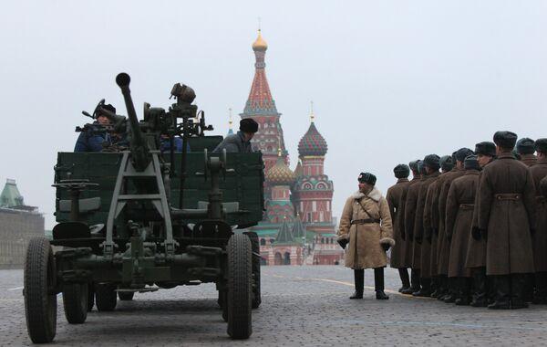 Репетиция шествия, посвященного историческому параду 1941 года на Красной площади в Москве