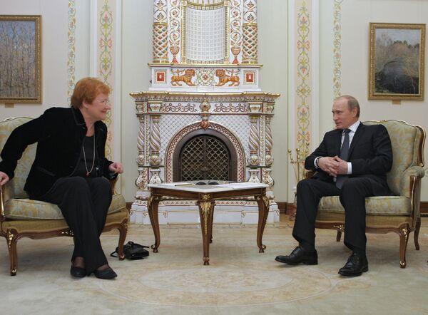 Премьер-министр РФ Владимир Путин встретился с президентом Финляндии Тарьей Халонен