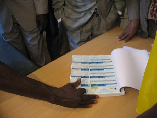 В одном из регистрационных центров участников референдума в Хартуме