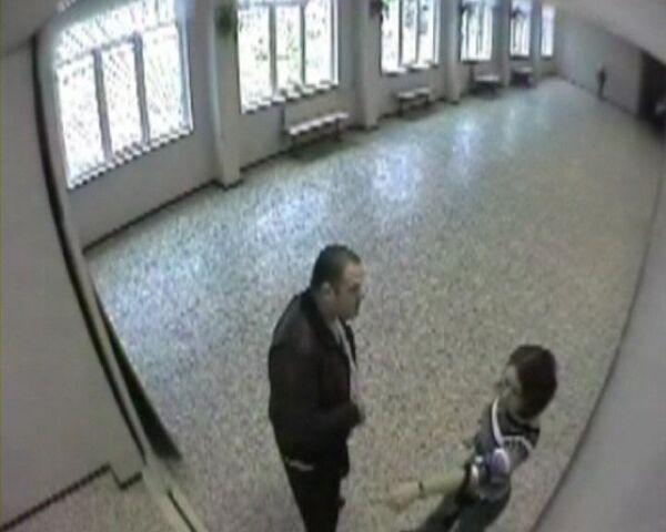 Стоп-кадр видеозаписи одной из камер наблюдения установленных в школе №339 Невского района города Санкт-Петербурга