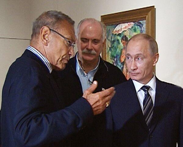 Михалков и Кончаловский погрузили Путина в настроение картин их деда