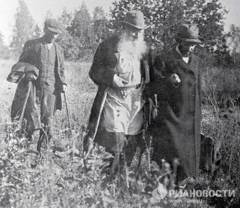 Лев Толстой и Владимир Молочников